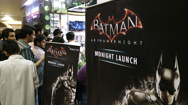 batman-arkham-knight-midnight-launch-006